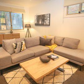 22 Riverside lounge room